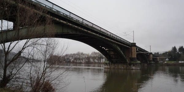 Last (first) crossing of the Moselle: the iron bridge at Güls