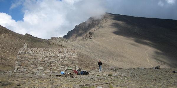 Refugio de la Caldera vor dem Mulhacén-Westanstieg