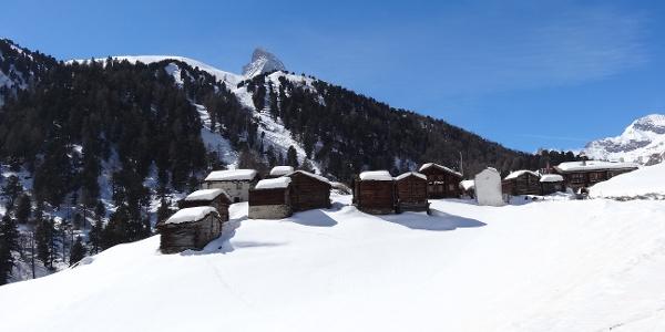 Hameau de Zmutt et cime du Cervin en ligne de mire