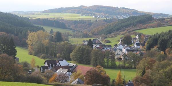 Blick im Herbst auf Wirft und Hoffeld