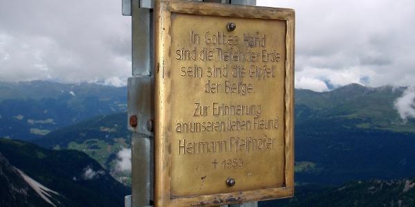 Tafel am Gipfelkreuz